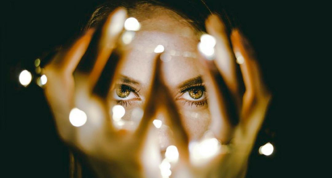 francesca-fontanella-psicologo-cos-e-il-punto-di-vista-mani-davanti-agli-occhi